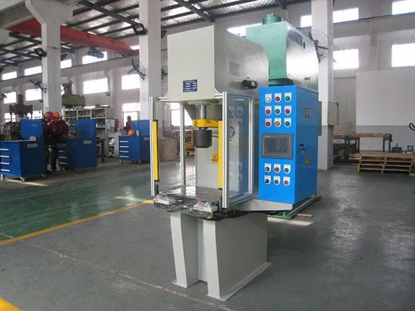 单柱液压机具有结构刚性好,导向性能好,速度快等特点